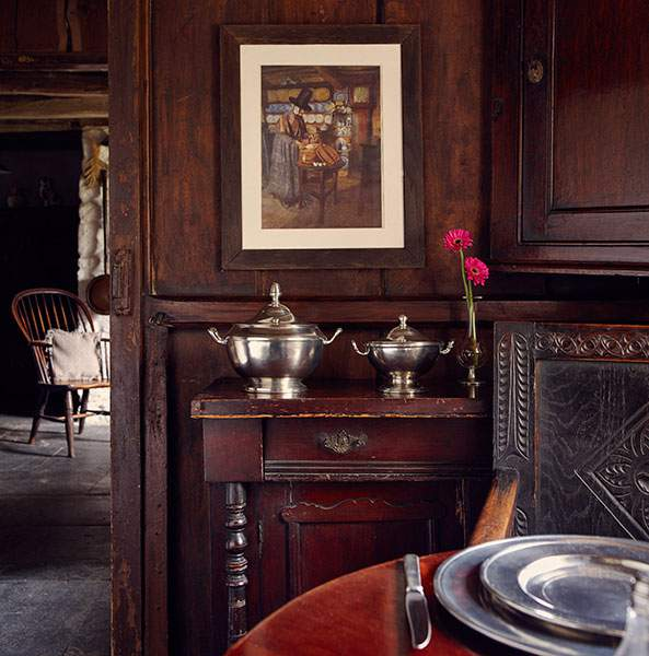 Well considered pieces avoid fuss and clutter at Bryn Eglur, The Welsh House, Carmarthenshire