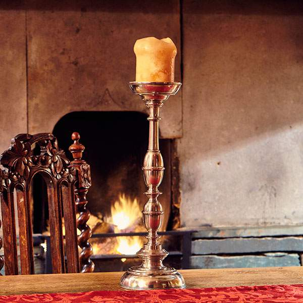 Cosi-Tabellini-Italian-Pewter-Journal-History-of-Candlelight-7-Farmhouse-Cumbria