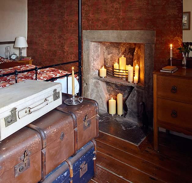 Cosi-Tabellini-Italian-Pewter-Journal-History-of-Candlelight-8-Farmhouse-Cumbria