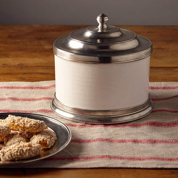 An ideal storage vessel for a large batch of sesame seed cookies