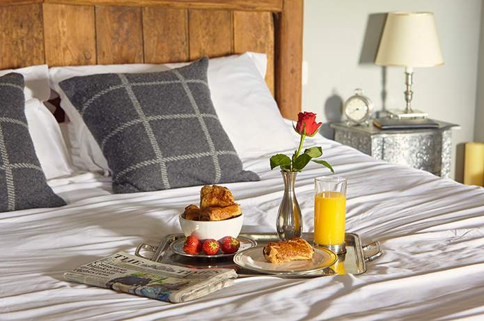 Cosi-Tabellini-Italian-Pewter-Journal-Breakfast-in-Bed-1