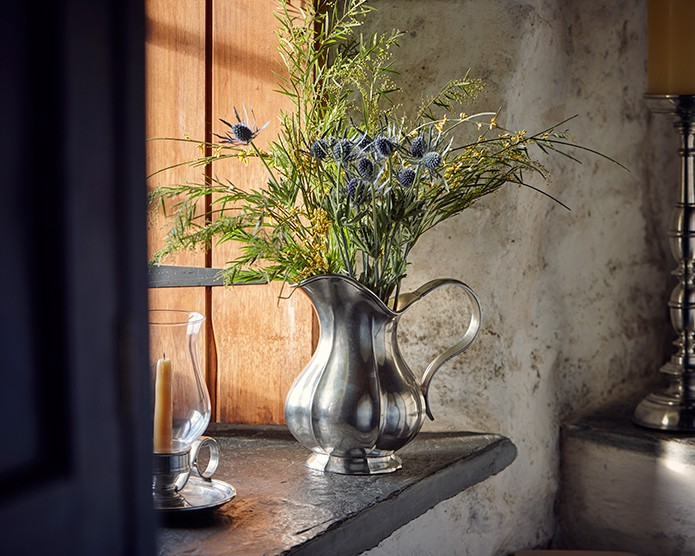 Cosi-Tabellini-Italian-Pewter-Blog-Exploring-The-Use-of-Flowers-in-Interior-Design-1